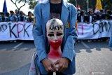 Ribuan mahasiswa berbagai perguruan tinggi demo  di DPRD Sumsel
