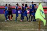 Aksi demo memaksa Persib dan Persebaya tunda pertandingan