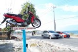 Setahun Bencana Sulteng - Penyintas bangun tugu peringatan bencana di Palu
