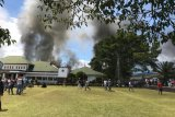 Parah! 200 anak sekolah bakar Kantor Bupati Jayawijaya