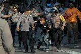 Bentrok mahasiswa-polisi di Makassar