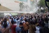 Setelah bentrok di Makassar, Demo mahasiswa di DPRD Sumsel juga ricuh