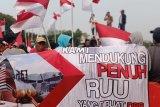 Empat gelombang demonstrasi dari berbagai komunitas terjadi di kawasan Monas