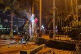 Akibat demo mahasiswa pagar depan Gedung DPR yang jebol diperbaiki