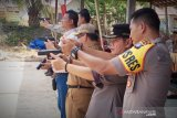Polres Barito Timur latihan menembak dengan pistol baru