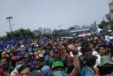 Ribuan mahasiswa sampai di depan gedung DPR