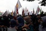 Ribuan mahasiswa dan ormas turun ke jalan tolak revisi sejumlah UU