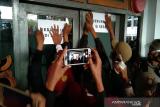 Demo menolak RUU Pertanahan, massa segel gedung DPRD Sultra