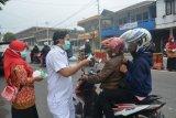Perawat di Padang Panjang sosialisasi bahaya kabut asap sambil bagikan masker