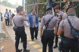Menteri Sofyan Djalil jalan kaki ke gedung DPR RI