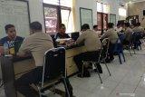 Sembilan polisi tersangka penganiaya Zainal Abidin resmi ditahan