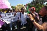 Puluhan jurnalis tolak kekerasan terhadap jurnalis, terkait pemukulan wartawan oleh polisi