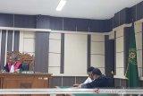 Pegawai Kejari Rembang didakwa tilap dana tilang Rp3,036 miliar, untuk lomba dan beli burung