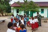 Satgas Yonif 411/PDW ajarkan anak SD Rawabira hidup sehat