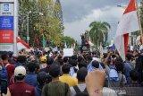Massa banjiri Gedung DPRD NTB tolak RKUHP-UU KPK yang baru