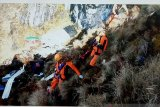 Menantang maut di pegunungan Papua demi jalankan tugas kemanusiaan