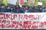 Kamis pagi, ribuan mahasiswa menuju gedung DPRD NTB