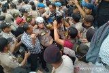 Kondisi Kapolresta Pekanbaru membaik usai pingsan saat amankan demo