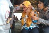 Unjuk rasa di DPRD NTB , wartawan Lombok TV terkena lemparan batu