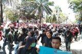 Mahasiswa kepung  gedung DPRD Sultra