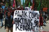 Ribuan mahasiswa turun ke jalan menuju kantor DPRD Sultra
