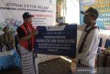 Bantuan perlengkapan olahraga bagi warga Lamalera