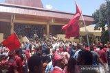 Mahasiswa desak DPRD NTT sampaikan tuntutan mereka ke Jakarta