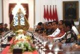 Jangan ragukan komitmen saya kepada demokrasi Indonesia, kata Jokowi