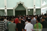 Keluarga Besar Mahasiswa UHO menggelar Shalat Ghaib