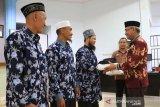 25 peserta wisata religi Pemkab Lutim berangkat umroh