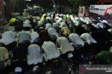Setahun Bencana Sulteng-Shalat Magrib berjamaah