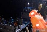 Sebelas nelayan berhasil diselamatkan di perairan Laut Sawu