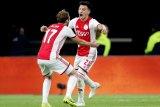 Ajax menang 2-0 atas 10 pemain Groningen