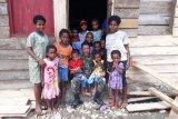 TNI dorong anak masyarakat suku adat Manokwari rajin sekolah