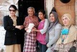 132 warga lansia di Kota Magelang terima bantuan