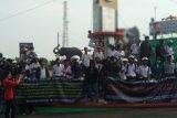 Puluhan siswa STM ikut aksi unjuk rasa di Tugu Adipura