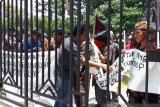 Komunitas anak punk demo protes penganiayaan oleh Satpol PP