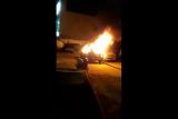 Massa bakar mobil di kawasan Polsek Tanah Abang