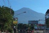 Kegempaan fluktuatif, Gunung Slamet saat ini masih berstatus waspada