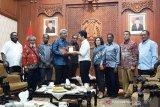 Wakil Bupati Mimika jamin keamanan pengungsi warga asal Jatim