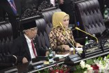 Busana songket khas Palembang anggota DPD Sumsel curi perhatian di Senayan