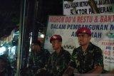 Anggota TNI AL jaga ketat Polsek Palmerah antisipasi massa