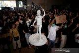 Pengadilan Hong Kong melarang massa jadikan rumah polisi sebagai target