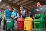Pemkab Ogan Komering Ulu sebar  73 kotak sampah