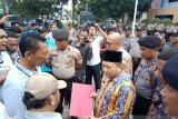 Massa pendemo desak Walikota Dumai copot Kadis Pekerjaan Umum