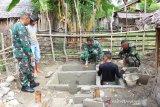 Warga bantu pembangunan jamban program TMMD di Parimo