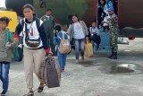 Pengungsi tinggalkan Lanud Timika gunakan Hercules TNI AU, utamakan perempuan dan anak-anak