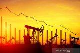 Harga minyak dunia jatuh imbas stok dan penundaan pakta perdagangan AS-China