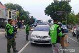 Komunitas ojek daring turun ke jalan kumpulkan bantuan untuk perantau Minang di Papua