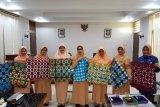 Tambah keterampilan, anggota Dharma Wanita Kota Magelang ikuti pelatihan membatik